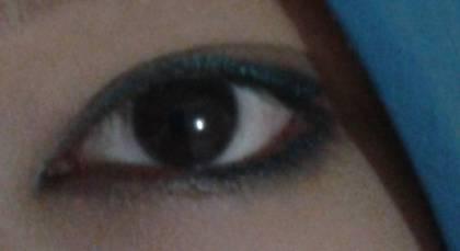 make over navy blue eyeliner