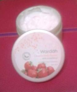 wardah strawberry small2