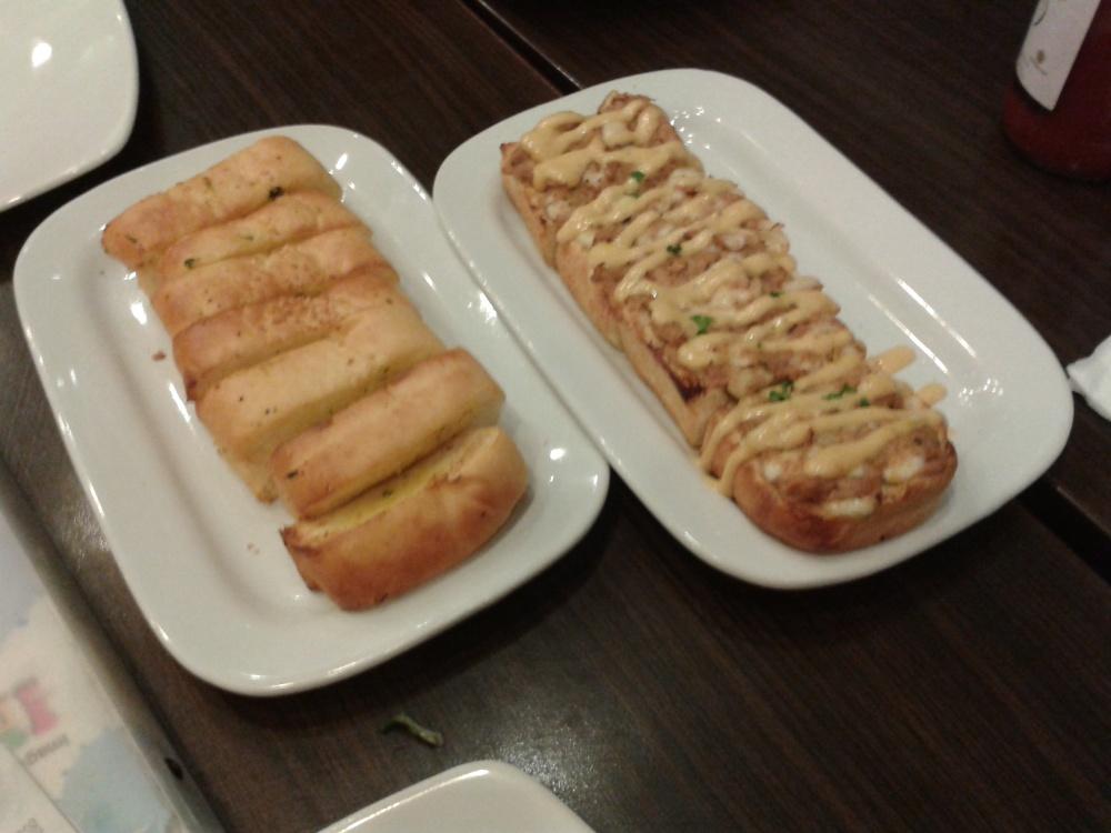 garlic bread sama garlic cheese kalo ga salah